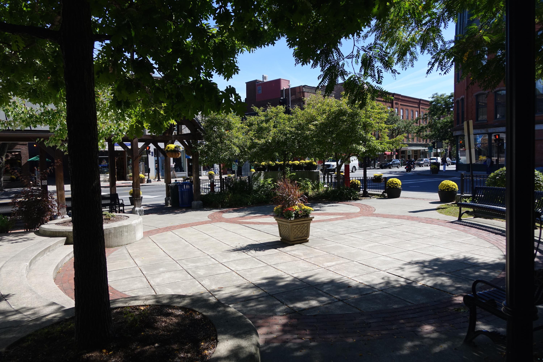Main Street Plaza, Brattleboro