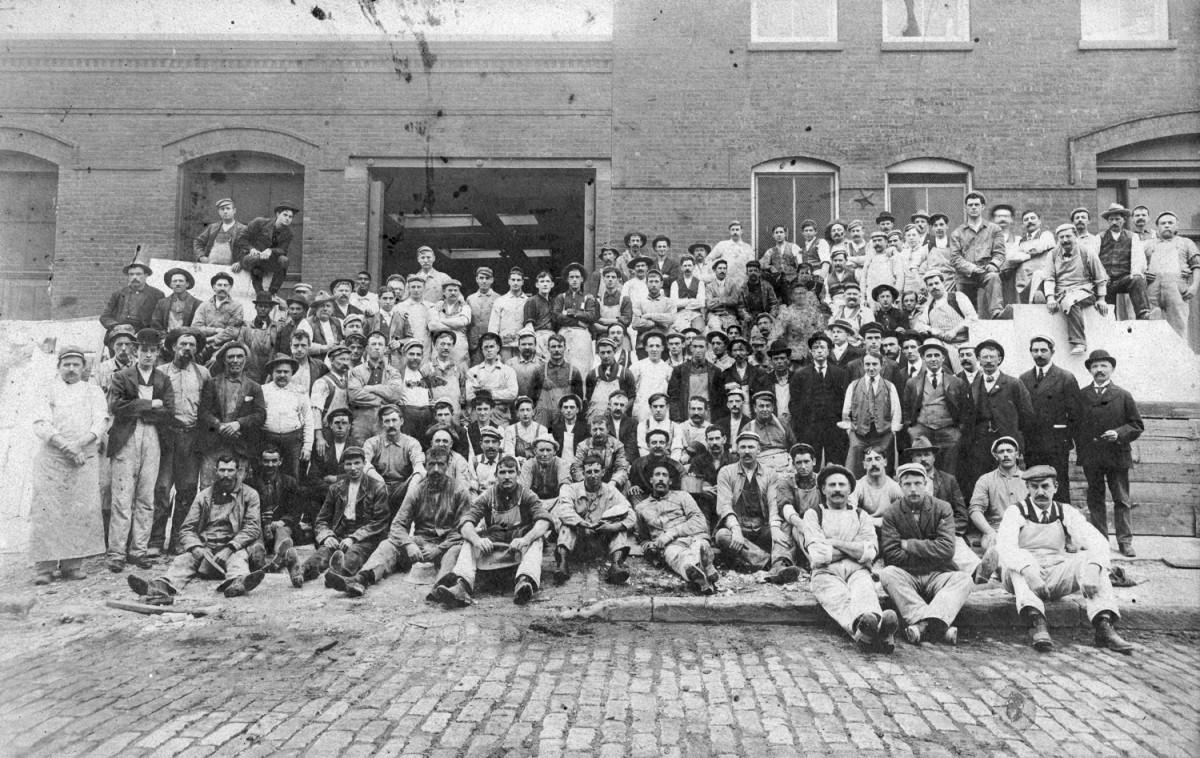 WorkersBigGroup1890